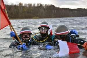 Święto Niepodległości uczcili... pod wodą