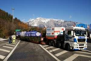Świąteczny konwój z choinką z Mazur jest już w Alpach