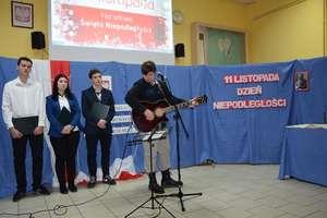 W Staszicu zabrzmiały pieśni patriotyczne