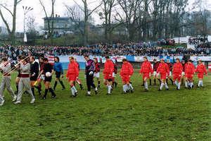 25 lat temu w Iławie odbył się mecz Polska — Łotwa. Na stadionie przy ul. Sienkiewicza było 12 tys. kibiców! [ZDJĘCIA]