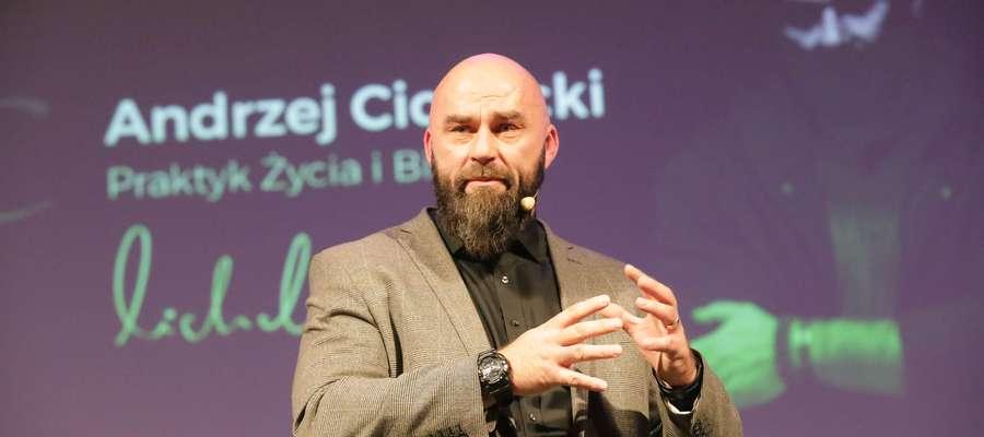 Andrzej Cichocki podczas prowadzonego przez siebie warsztatu