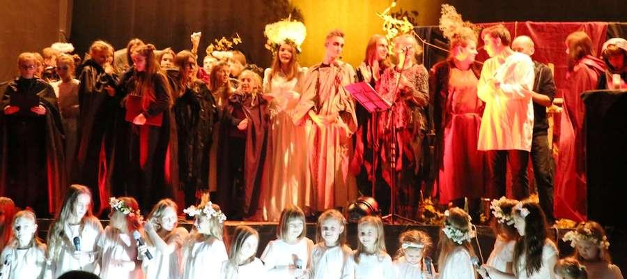 """Spektakl """"Dziady"""" w wykonaniu teatru Proskenion"""
