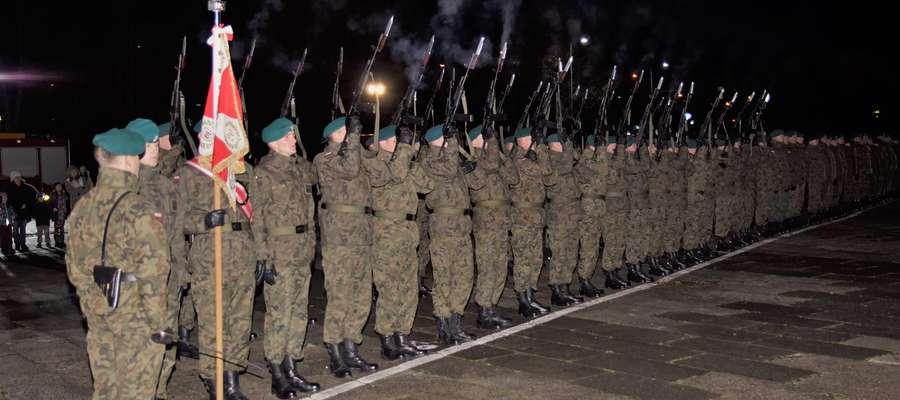 Poległych za Ojczyznę uczczono salwą honorową oddaną przez kompanię honorową wystawioną przez 20. Bartoszycką Brygadę Zmechanizowaną.
