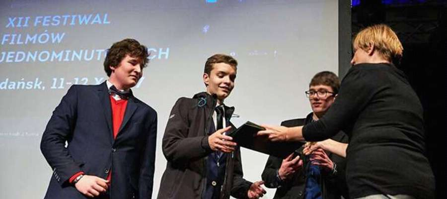 Olsztyńska grupa NeoVisio podczas odbierania 2. nagrody na Festiwalu Filmów Jednominutowych w Gdańsku