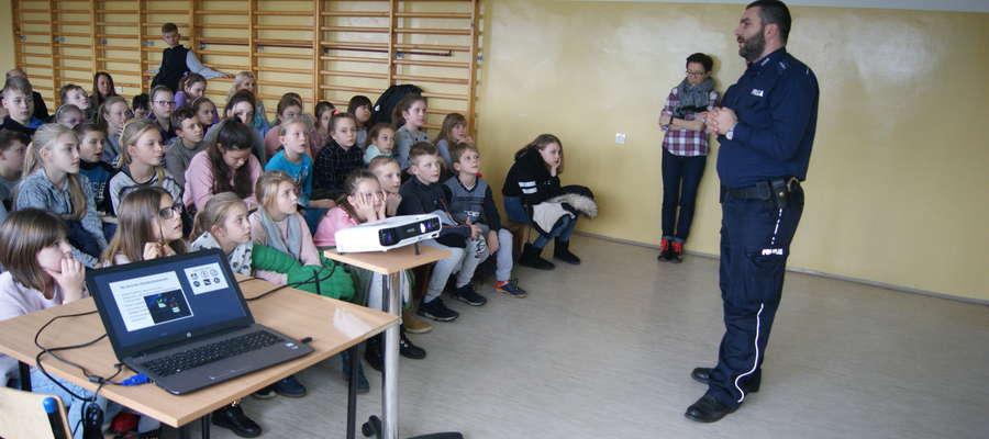 Spotkanie policjantów z uczniami w Dźwierzutach