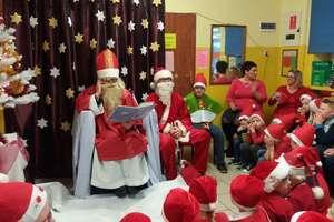 Mikołajkowe czytanie dzieciom w szkole w Żydowie