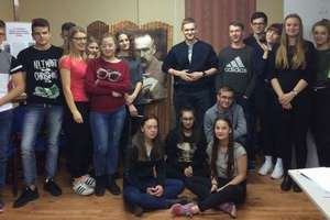 Młodzież z internatu wesoło świętowała listopadowe święta