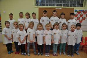 Koszulki trafiły do przedszkolaków