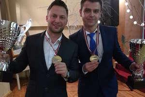 Odebrali na Łotwie puchary za rajdowe mistrzostwo tego kraju