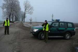 Przerzucili przez granicę co najmniej 123 obywateli Tadżykistanu. Wśród oskarżonych jest mieszkanka Ostródy