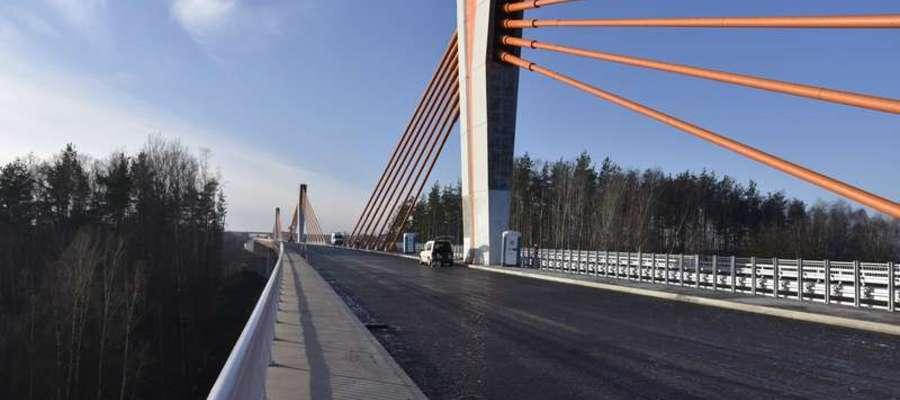 Można już jechać jednym pasem imponującego mostu w ciągu DK16