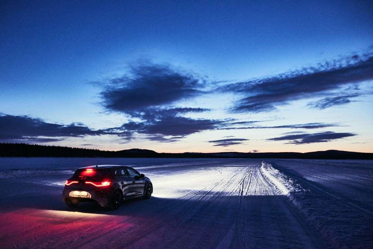 Wyjeżdżamy samochodem na narty  - full image