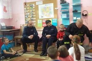 Jeżyki z Przedszkola Publicznego nr 2 w Bartoszycach uczyły się jak udzielać pierwszej pomocy