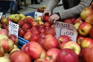 Konsumenci ofiarą nieuczciwych praktyk? UOKiK sprawdza ceny owoców