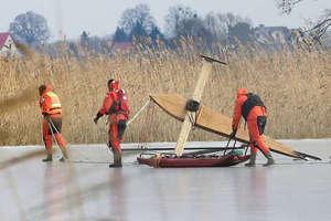 Uwaga, lód na jeziorze jeszcze bardzo słaby! Dziś załamał się pod sarną na Jezioraku, w gminie Purda pod bojerem