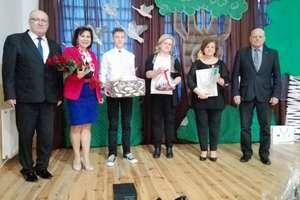 Przedstawiciele urzędu marszałkowskiego odwiedzili uczniów z Hejdyka