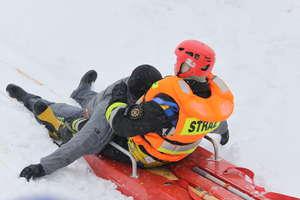 Strażacy pokazywali, jak ratować osobę, pod którą załamał się lód. ZDJĘCIA, FILM