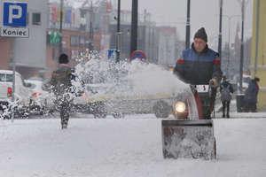 Powrót zimy. Trudne warunki w Olsztynie i regionie