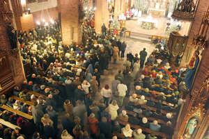 Wolimy iść do galerii na zakupy niż na mszę. Maleje odsetek wiernych, którzy co niedzielę chodzą do kościoła