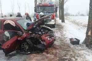 Wypadek na DK16. Dwie osoby poszkodowane