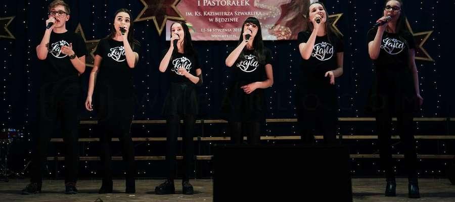 Zespół Wild zdobył II miejsce w prestiżowym konkursie wokalnym na Międzynarodowego Festiwalu Kolęd i Pastorałek w Będzinie Autor zdjęć: Piotr Wyparło, fot. Źródło: http://mfkip.pl/