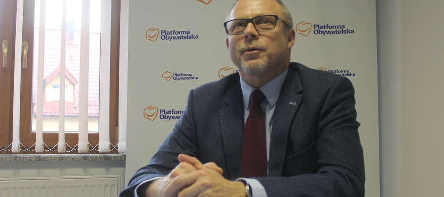 Poseł Jacek Protas podczas konferencji prasowej, 2 stycznia 2018 r. w Bartoszycach.