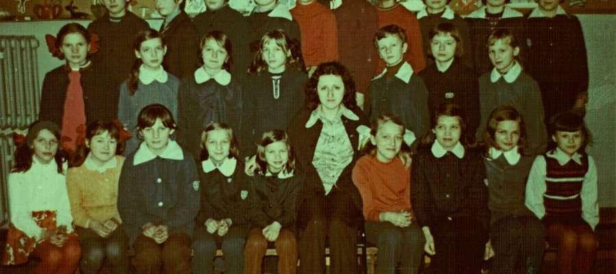 """Klasa VII """"a"""" szkoły Podstawowej w Bisztynku w roku 1978."""