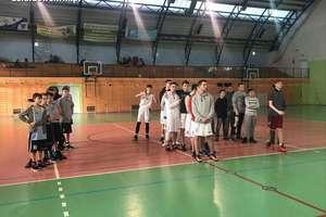 Turniej koszykówki z okazji 60-lecia Szkoły Podstawowej nr 2 w Działdowie [zdjęcia]