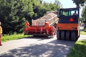 Intensywne prace na drogach i ulicach powiatowych