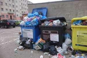 Kontenerów ciągle za mało, a śmieci przybywa...