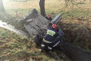 Dwa wypadki drogowe. Nie udało się uratować pasażera