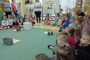 Przedszkolaki uczą się pomagać