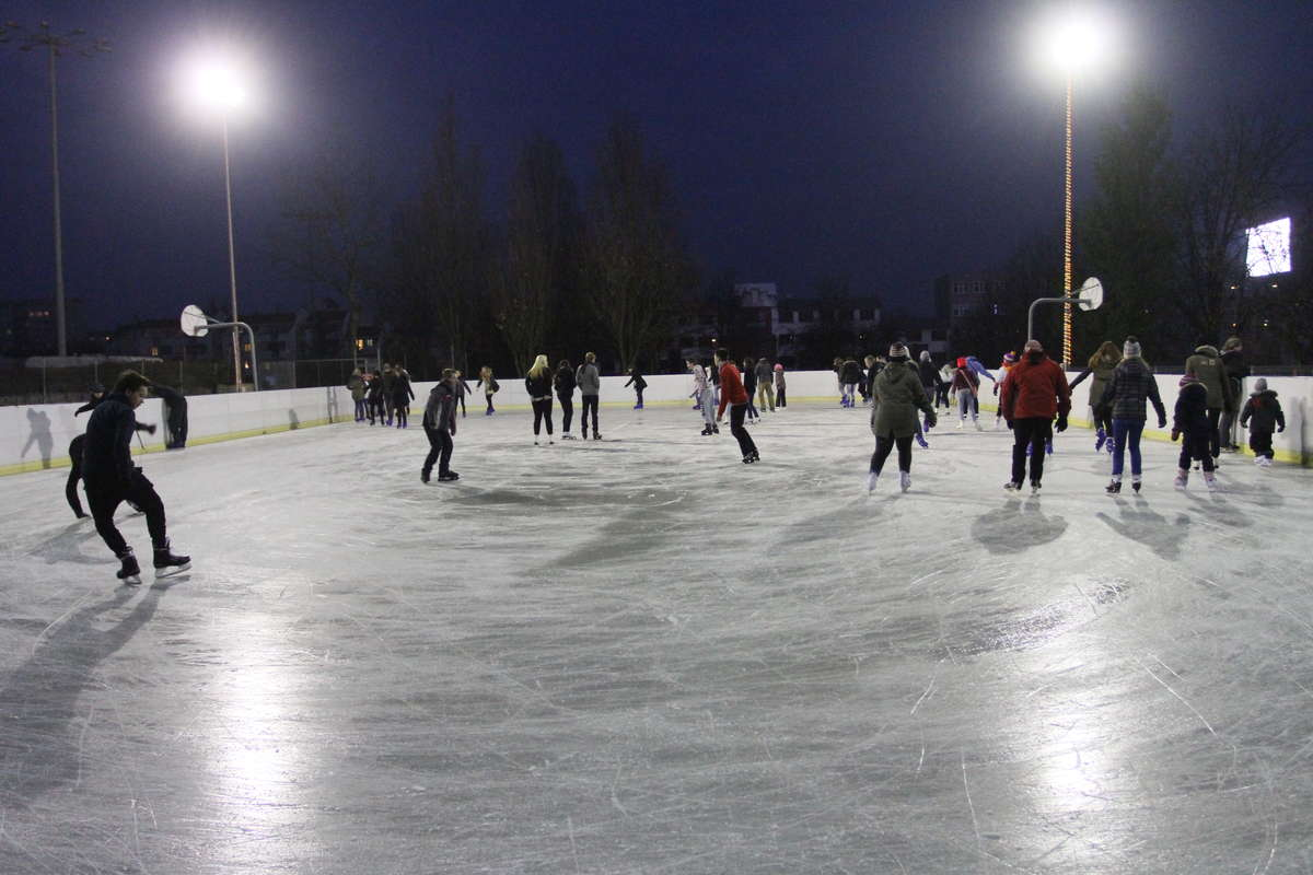 Święta na sportowo? Olsztyński OSiR w okresie świąteczno-noworocznym zaprasza m.in. na basen i na lodowisko - full image