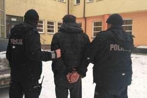 51-latek zatrzymany za brutalne pobicie kompana od kieliszka