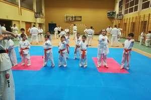 Karatecy z Bisztynka ćwiczą już na nowej macie