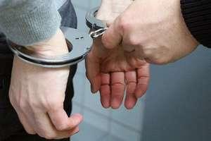 Wyrwał kobiecie torebkę i uciekł. 19-letni złodziej zatrzymany