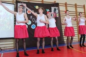 Słaba płeć, a jednak najważniejsza -  Dzień kobiet w Szkole Podstawowej w Kiwitach