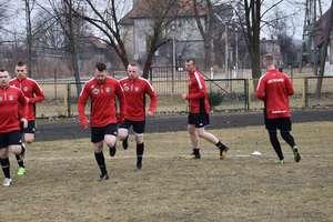 Po piłkarskim weekendzie: wygrały Sokół i Tęcza, rozbity Płomień