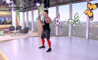 Ćwiczenia Qczaja na motylki, czyli obwisłą skórę ramion