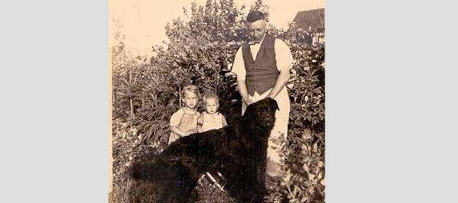 Dr. med Paul Dengel, pies Borys i mama Piotra Kryszewskiego z bratem. Osterode Ostpreussen 1934 rok