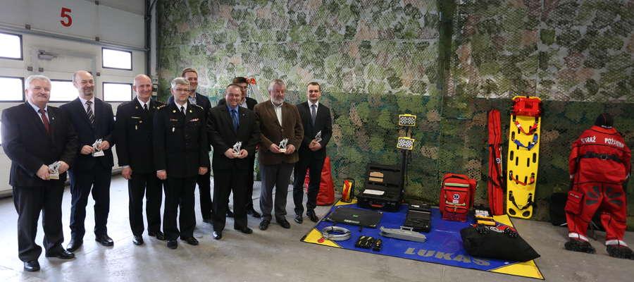 Samorządowcy przekazali strażakom sprzęt o łącznej wartości 47 500 zł.
