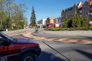 DK nr 16 w centrum Iławy była zablokowana. Przyczyną wyciek paliwa [AKTUALIZACJA, WIDEO]
