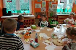 W szkole w Krawczykach wszystkie dzieci lubią szczypiorek i pomidory