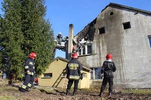W Czosnowie zapaliło się poddasze budynku mieszkalnego