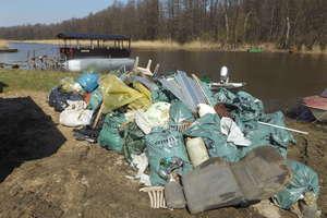 Co roku śmieci wyciągniętych z Łyny i jej brzegów jest coraz więcej