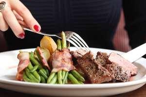 Za małe porcje, zmienione składniki, niewłaściwie przechowywane potrawy. Menu dla turysty pełne pułapek