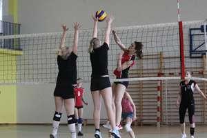 Za kilka dni w Bartoszycach kolejny siatkarski turniej kobiet. Jedna drużyna zrezygnowała