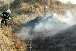 Strażacy apelują, aby nie wypalać traw, łąk, pastwisk oraz innych nieużytków