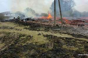 Strażacy walczyli z pożarem stodoły w Lelku