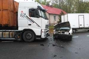 Wypadek między Iławą i Ostródą. Trzy osoby w szpitalu